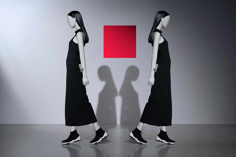 Blend walking women